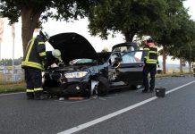 Unfall auf der B1 zwischen Klein Berkel und Groß Berkel: Beide Fahrer wurden bei dem Zusammenstoß verletzt und wurden ins Krankenhaus eingeliefert.