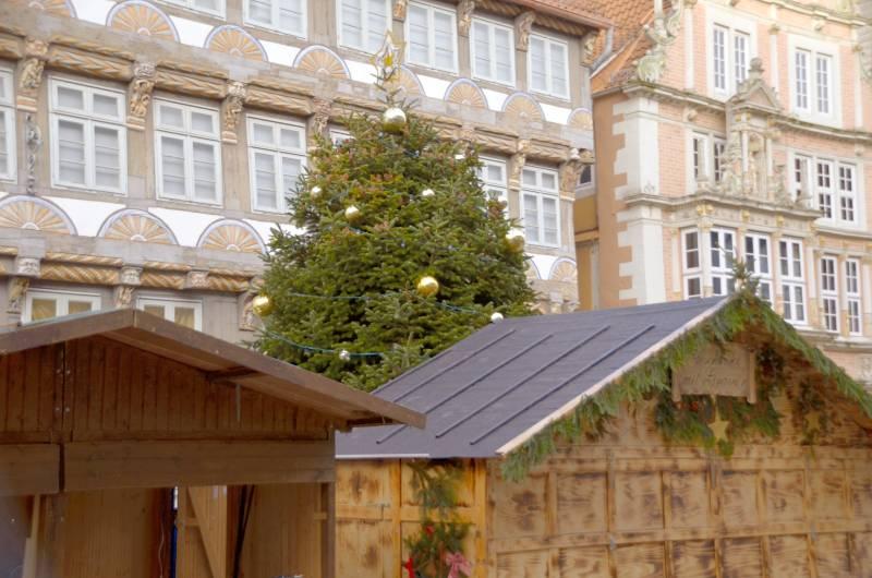 das ging daneben tannenbaum auf weihnachtsmarkt zugebaut. Black Bedroom Furniture Sets. Home Design Ideas
