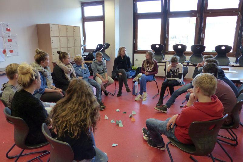 """Stuhlkreis schule  Bildungsprogramm """"Dialog macht Schule"""" an der KGS Salzhemmendorf"""
