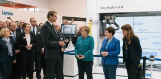 Merkel besucht Lenze-Messestand