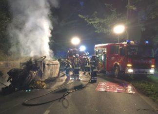 Feuerwehr - Auto ausgebrannt - B83