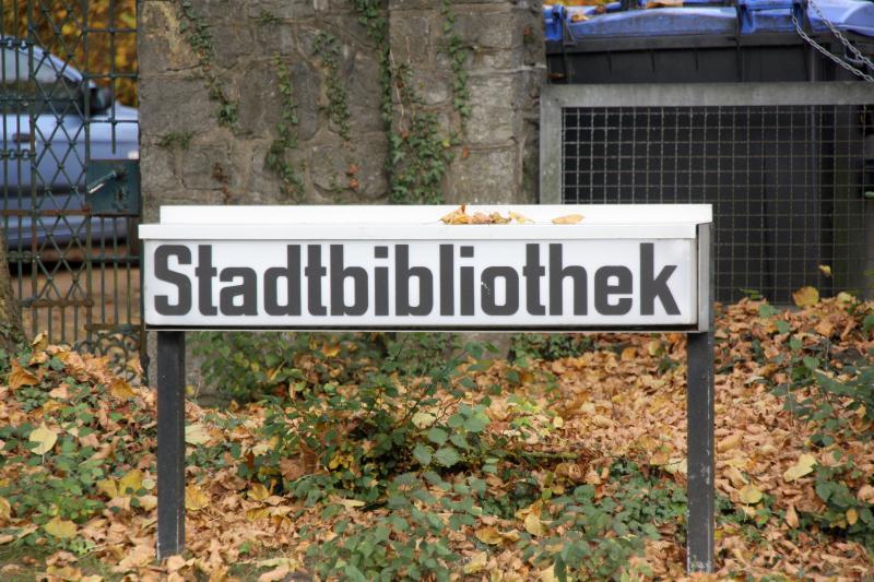 Stadtbibliothek-Schild