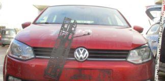 kaputter Polo_Unfallflucht auf dem Hefehof-Parkplatz