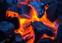 Heiße Grillkohle - Brandgefahr