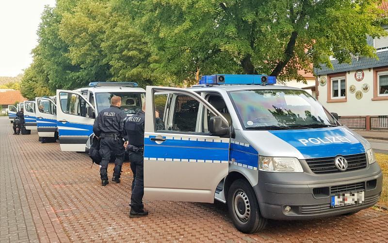 Polizei - Vorbereitung -Durchsuchungsmaßnahmen