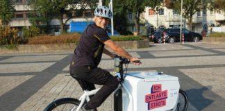 Hausmeister Herbert Schreiber mit Lastenrad_Stadt Hameln