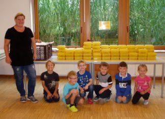 Bio-Brotdosen_Frau Grandt und Grundschüler