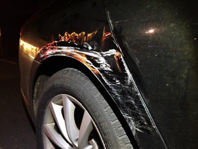 VU-Flucht_Rohmel-Center_beschädigter BMW