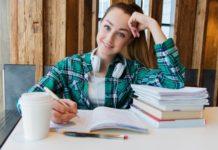 Hausaufgaben_Mädchen