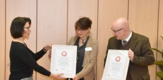 Übergabe_QUESAP-Zertifikat_©VBS_Sozialbetriebe_gGmbH