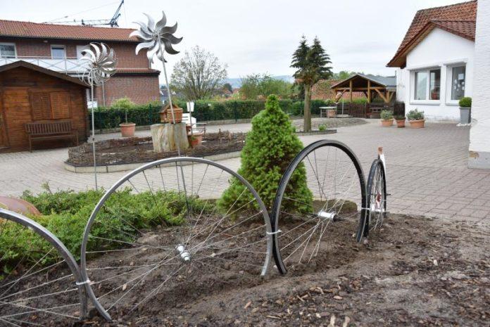 Zaun aus Reifen_DRK-Kita_BM