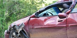 Unfall Symbolbild Auto Verkehr