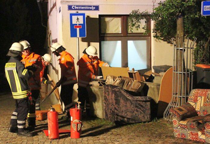 Sperrmüll-Brand_Obertorstraße_Feuerwehr