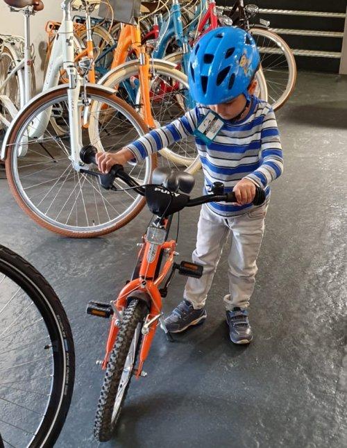 Cudi mit Fahrrad