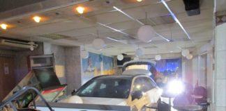 Auto in Imbiss_Polizei_Holzminden